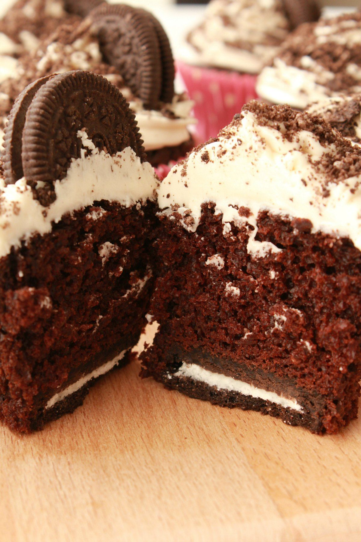 Rich And Moist Vegan Oreo Cupcakes With Vanilla Frosting Oreo Sprinkles And An Entire Oreo Cookie Oreo Cupcakes Vegan Chocolate Cupcakes Vegan Dessert Recipes