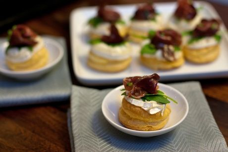 Warm goat cheese and smoked duck canap s french appetizer for Gourmet canape ideas