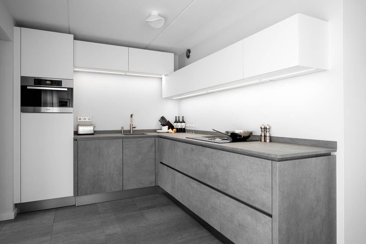 Keuken Voor Weinig : Zwevende keukenkasten creëren een ruimtelijk gevoel in je keuken