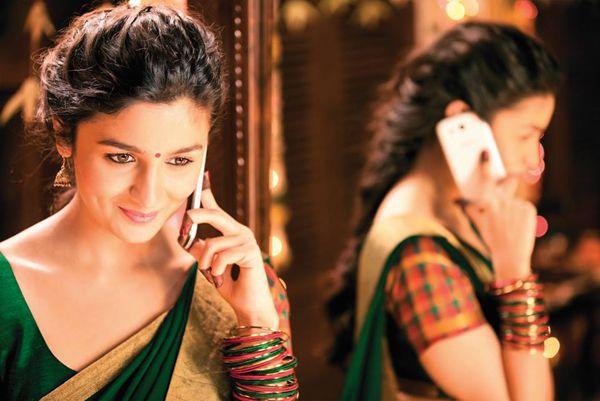 2 States Trailer Arjun Kapoor And Alia Bhatt Look Cute In Sweet And Sour Love Story Latest Alia Bhatt 2 States Lehenga Hairstyles Inspirational Celebrities