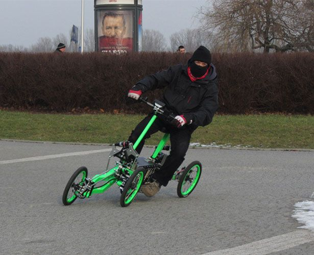 Jack Skopinski Has Developed 4 Wheels E Scooter And Submitted This Great News To Tuvie It S A Tilting Called Ev4