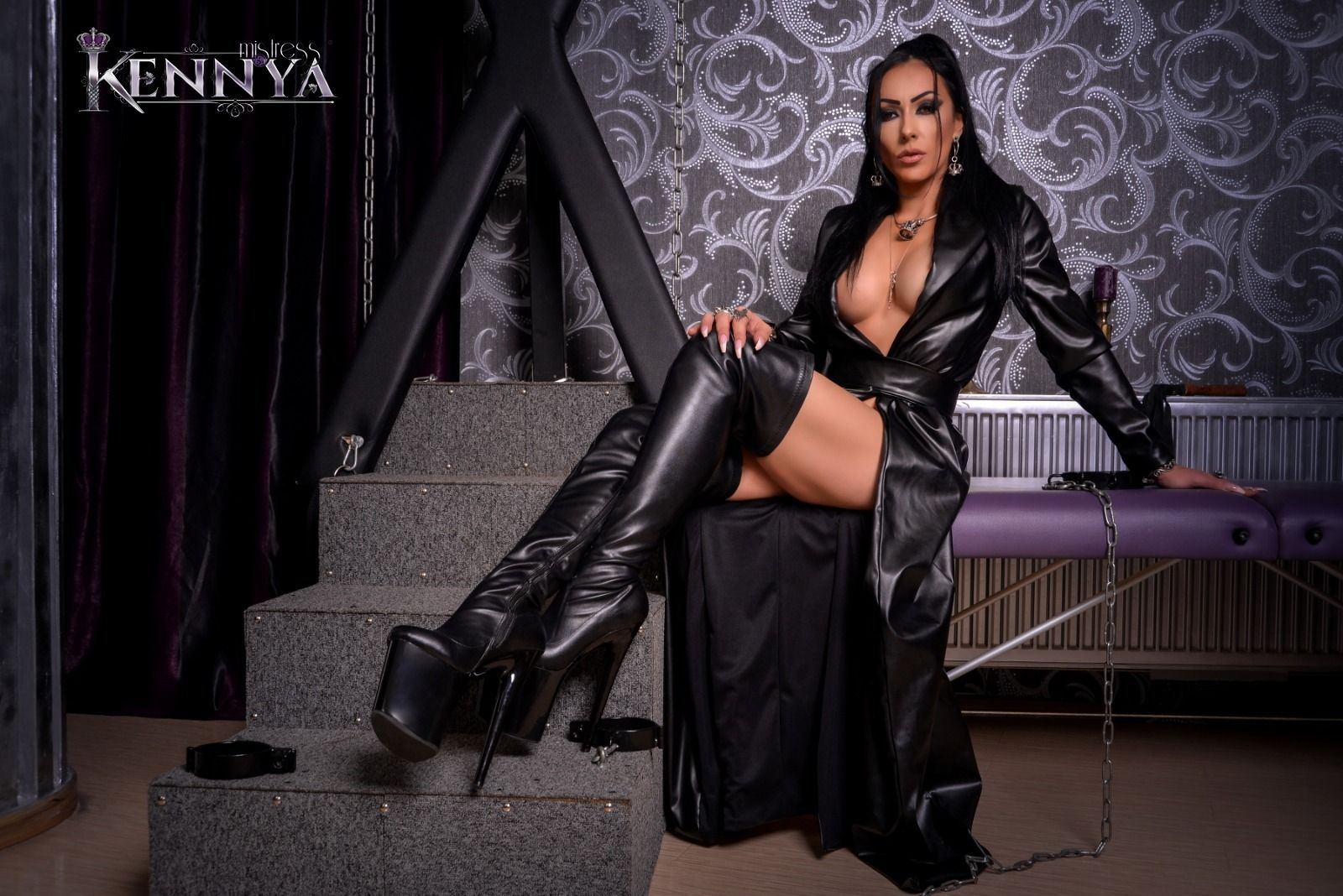 Footworship vancouver kinky dominatrix office doormat training miss jasmine
