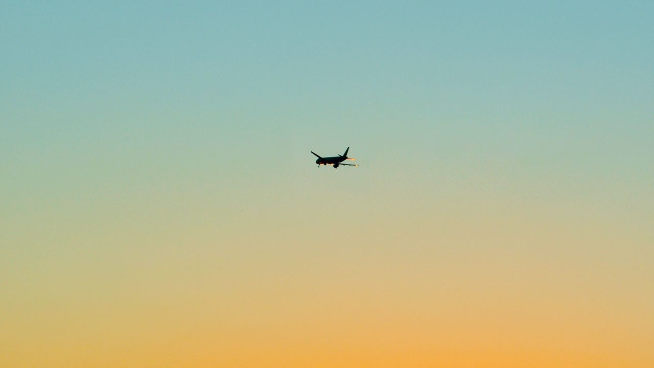 Wallpaper Airplane Sky Flight Minimalism Wallpaper Pictures Minimalist Wallpaper Fantastic Wallpapers