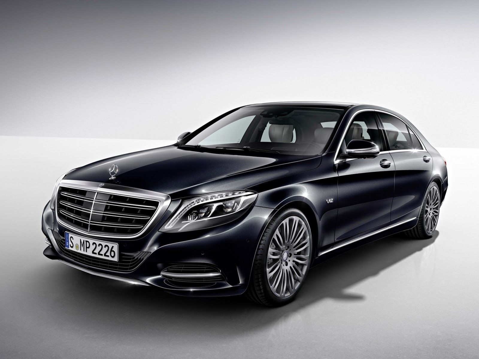 First Official Look At Mercedes Benz S New V12 Powered S600 Carscoops Alquiler De Coches Mercedes Clase S Sedán