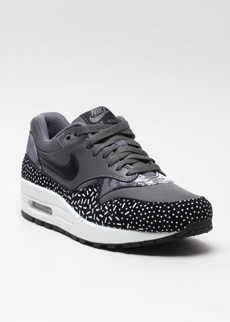 on sale b74f1 f1042 Naked - Supplying girls with sneakers - Nike sneakers Air Max 1 Print  528898 001