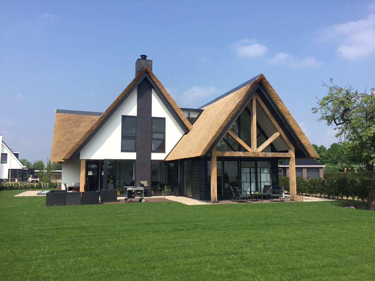 Landelijk modern riet stucwerk for Landelijk bouwen architect