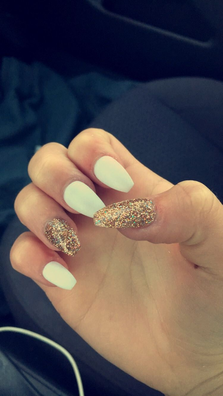 White And Gold Coffins Sns Sns Nails Cute Nails Nail Designs