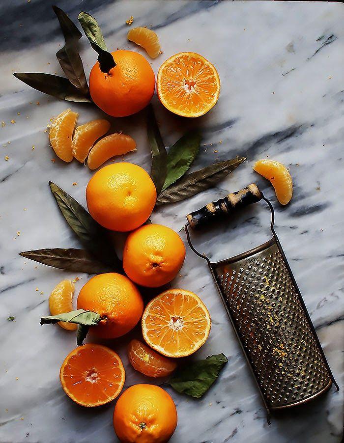Schokolade Orange Kuchen mit Rosmarin Buttercreme und kandierten Orangen