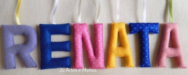 Letras coloridas em feltro e fita de cetim