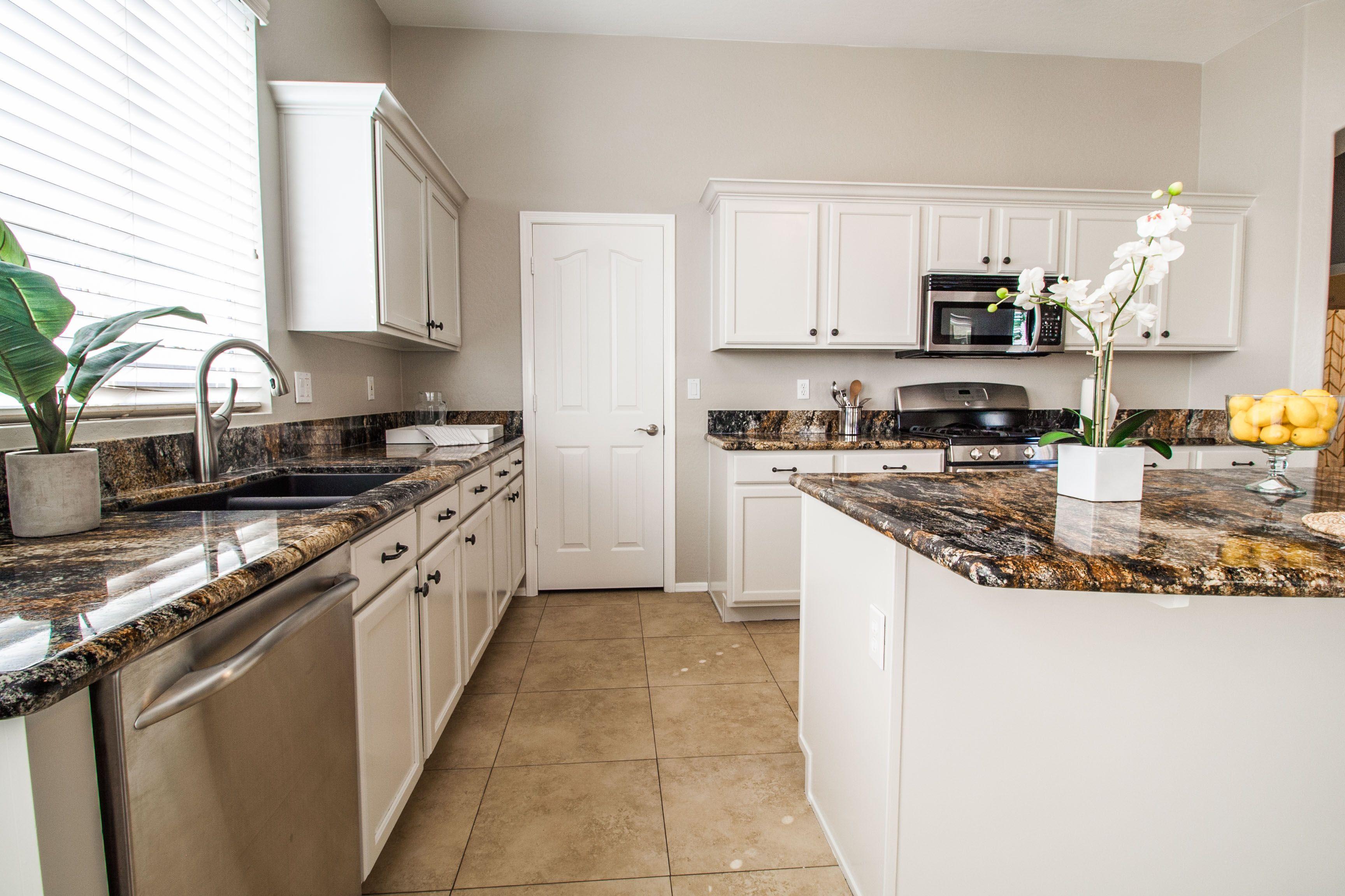 Pin By Royce Munroe On 1772 E Flintlock Way Chandler Az Kitchen Cabinets Kitchen Home Decor