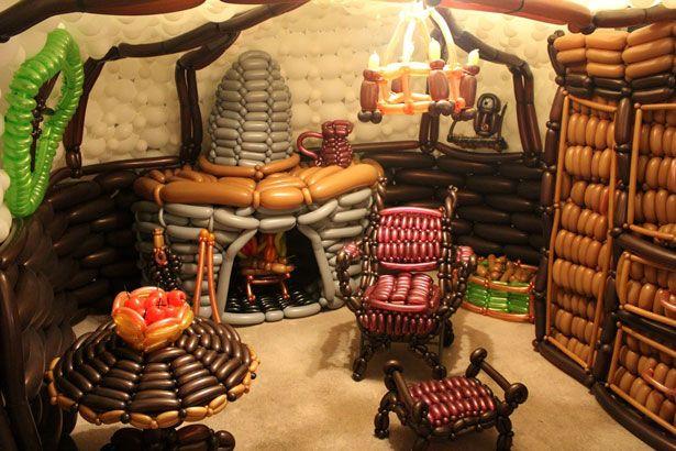El hogar de El Hobbit hecho con globos