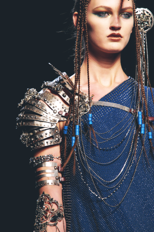 http://littlebig-n.tumblr.com/post/70380071746/the-rawness-up-close-jean-paul-gaultier-spring