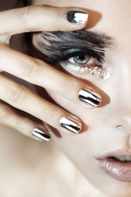 Silver Minx nails silver and black eyeshadow pale lips