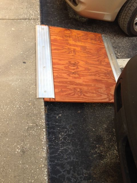 Portable wheelchair ramp just a pic it looks like plywood and doorway thresholds very doable - Rollstuhlrampe selber bauen ...