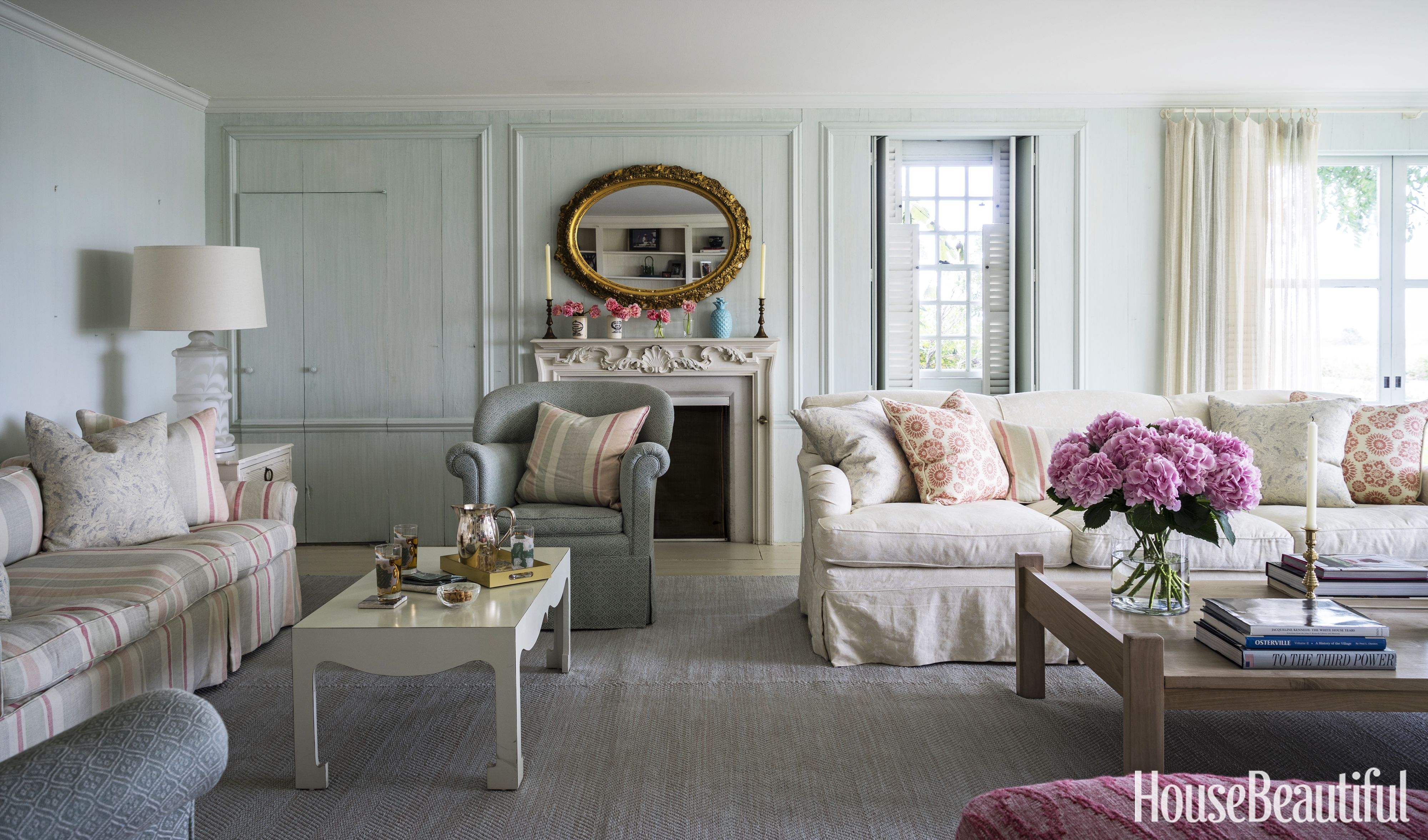 Inside jackie kennedy 39 s charming cape cod vacation spot - Cape cod decorating style living room ...