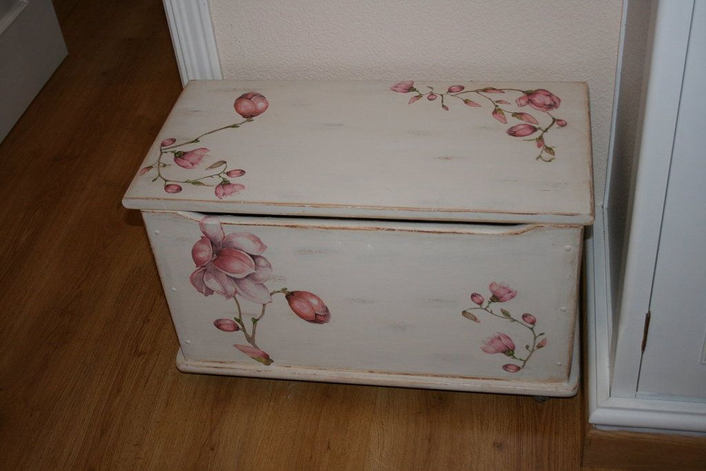 Muebles de pino pintados a mano buscar con google - Baules pintados a mano ...