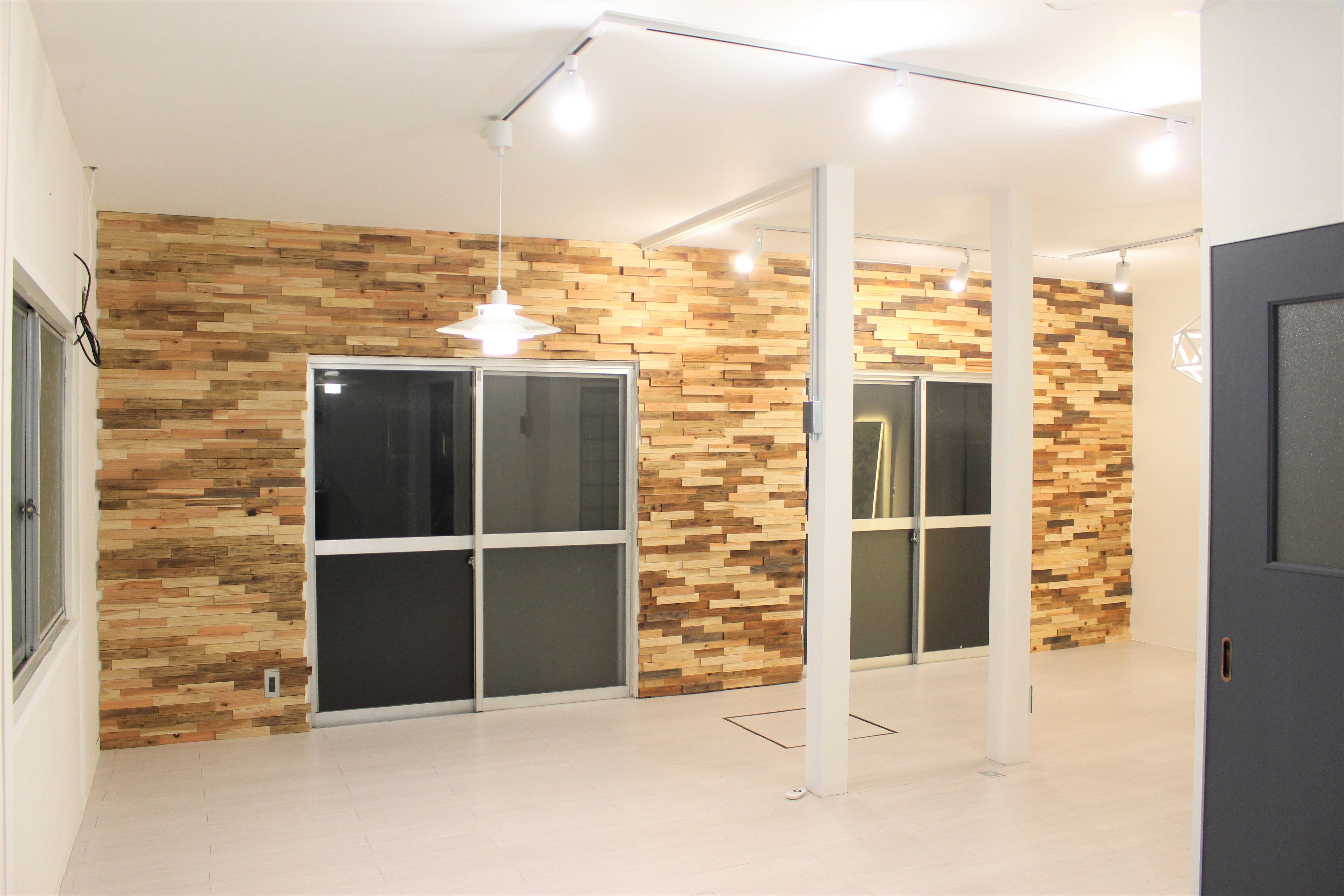 Diy 築45年空き家を20万円でセルフリノベーション 作業内容と費用を公開 2020 空き家 白い壁紙 古い キッチン
