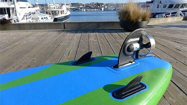 Electrafin Current Drives Un Stand Up Paddle A Moteur Electrique Stand Up Paddle Moteur Electrique Kayak Gonflable