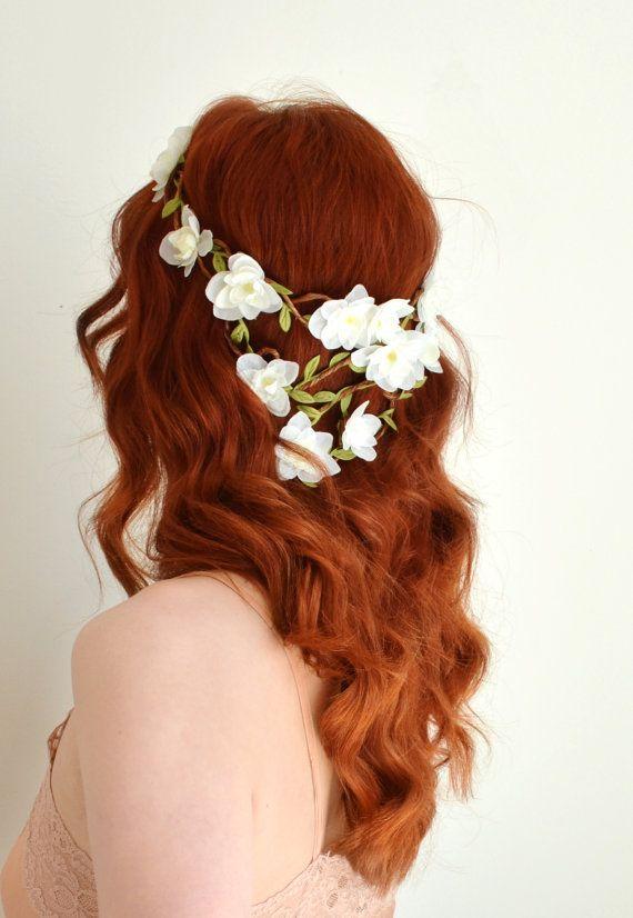 Couronne de fleurs blanches, boho cheveux mariée, pièce de tête mariage boisé, couronne de fleurs cheveux, Couronne florale, accessoire de cheveux mariée - Pandora
