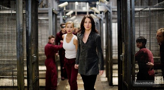 X Men Origins Wolverine Publicity Still Of Lynn Collins Tahyna Tozzi Lynn Collins Female Superheroes And Villains Wolverine Pictures