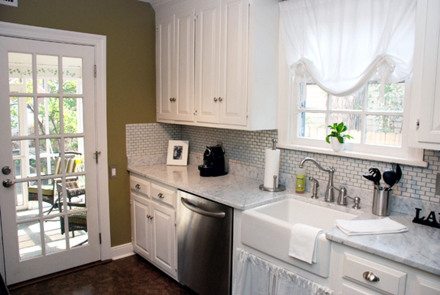 Kitchen Tour: Courtney and Andy's Cottage Galley   Kitchen ...