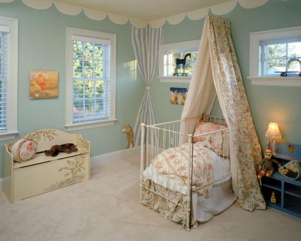 große fenster gardinen und helle farben im babyzimmer - 45 ...
