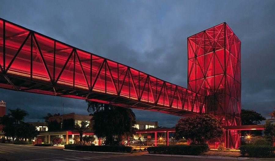 Passarela-de-Vidro-Vermelho-Museu-do-Chocolate-Fábrica-da-Nestlé