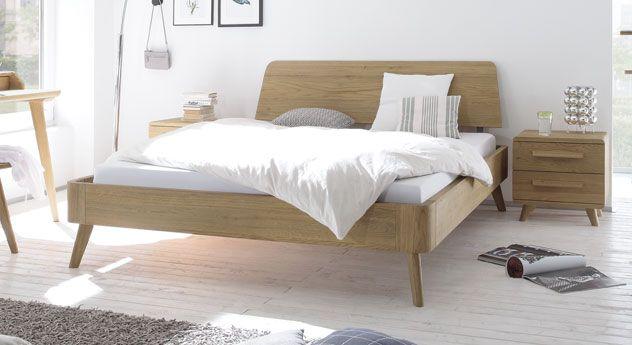 Stylisches Eichenholzbett mit stabilen Füßen im Retro Look. | Betten ...