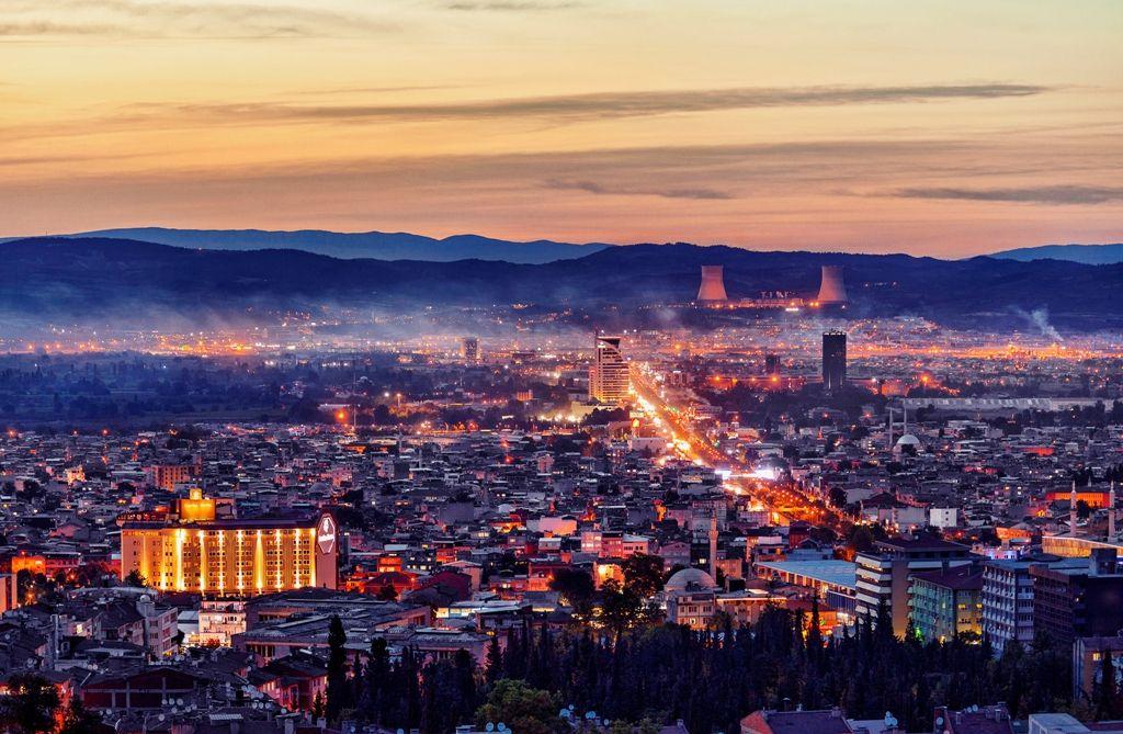 UEDAŞ, 'Şehrin Işıkları'nı 4'üncü Kez Yakıyor UEDAŞ 'Şehrin Işıkları'nın 4'üncüsü için düğmeye bastı. 'Şehir ve ışık' temalı fotoğraf yarışmasına başvurular 1 Eylül-1 Ekim tarihleri arasında kabul edilecek. Şehrinin ışıklarını en iyi yansıtan katılımcılar, sürpriz hediyelerle.. http://www.enerjicihaber.com/news.php?id=1731