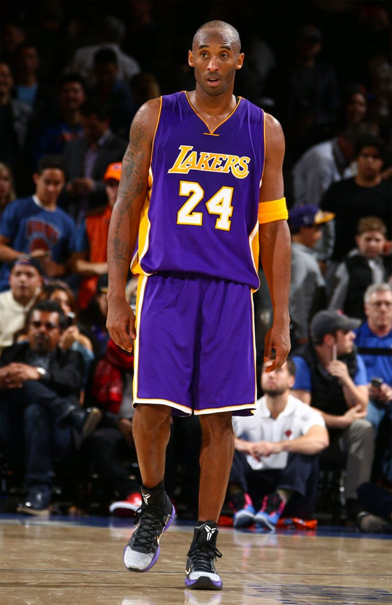 Kobe Bryant wearing BlackWhite Toe Nike Kobe 10 Elite