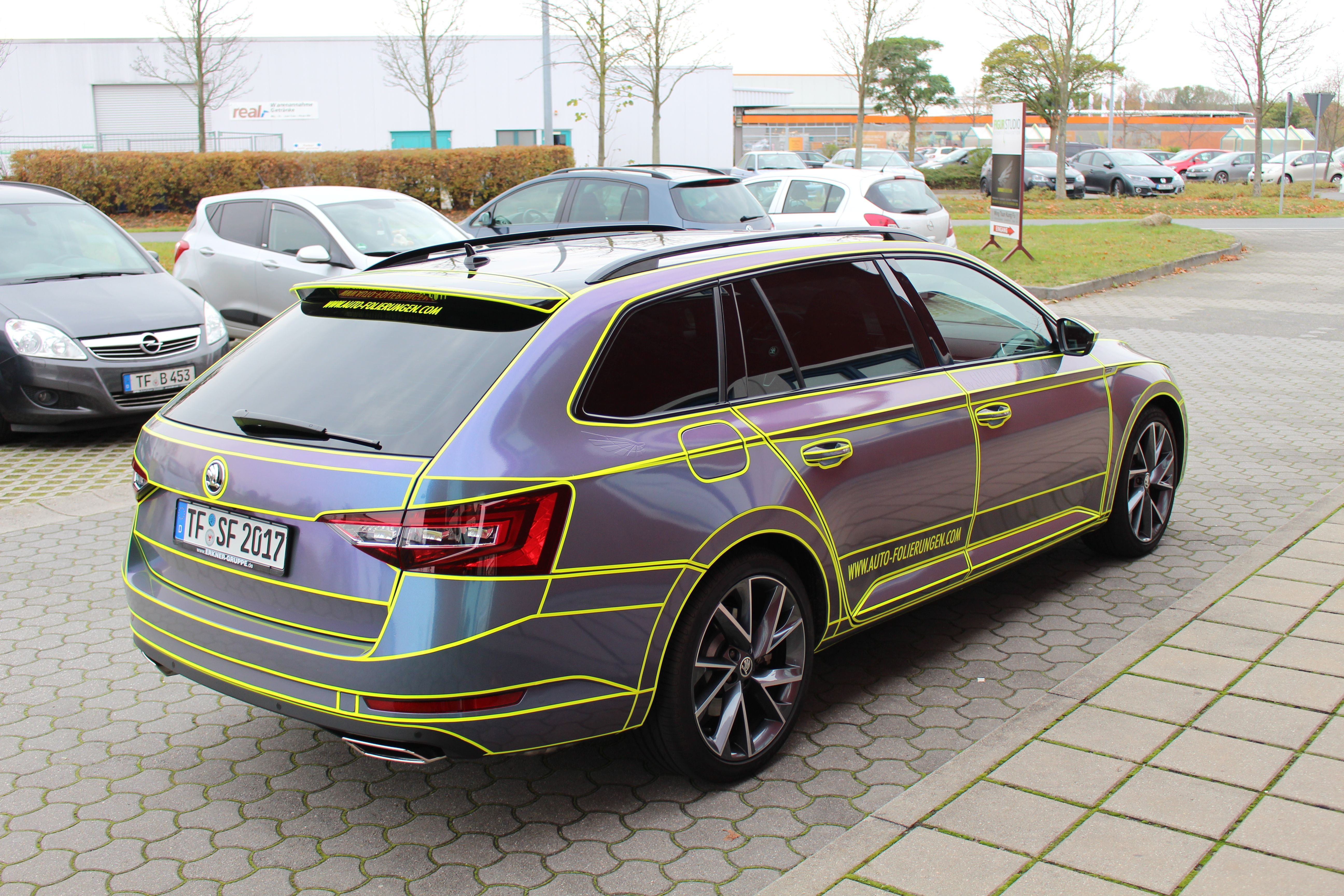 Skoda Superb Tron Wrapping Folierung Car Wrap Skoda Superb Wraps