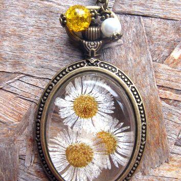 Daisy Resin Pendant Necklace