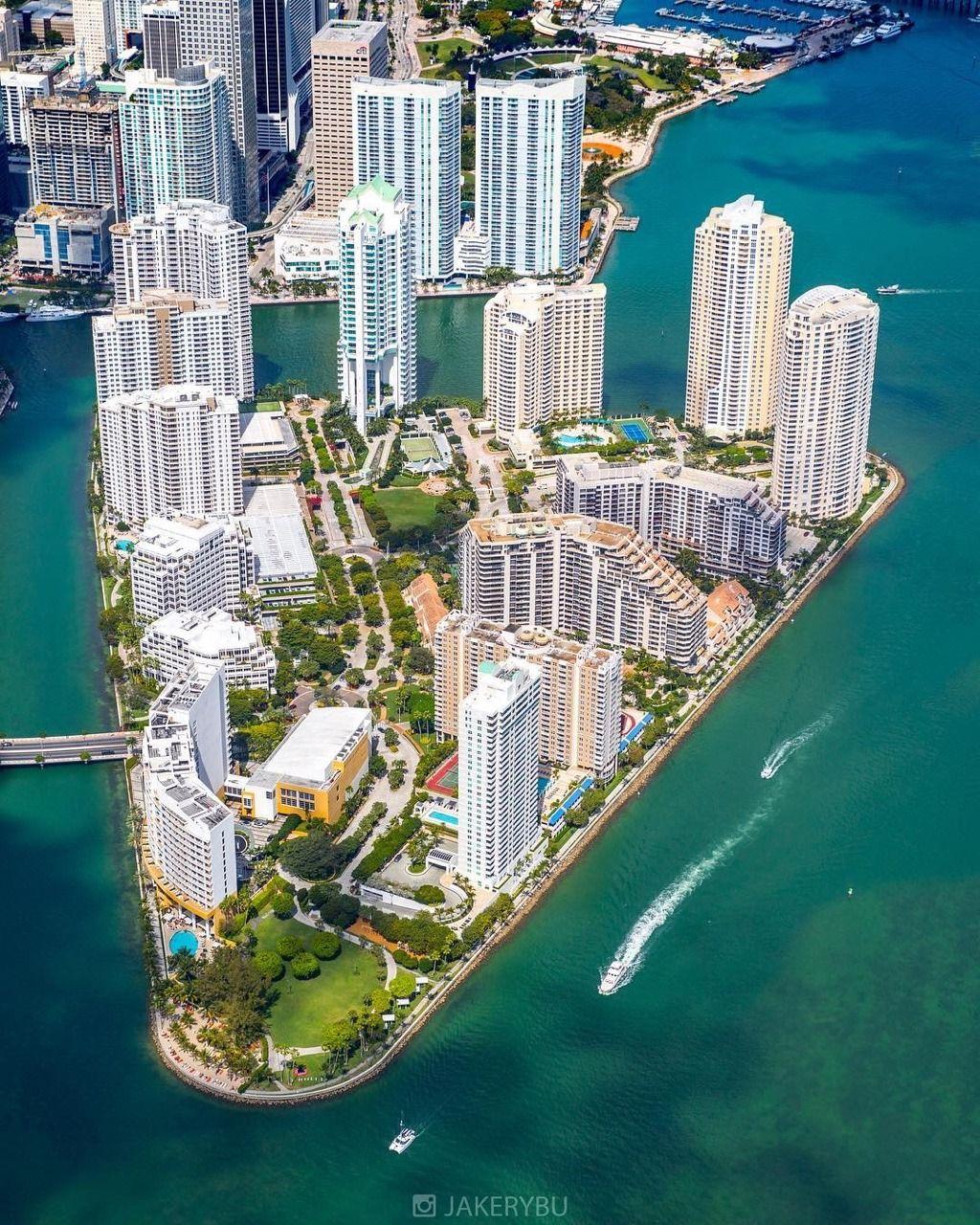 Brickell, Miami By @jakerybu