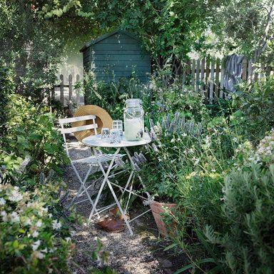 Åhléns lemonade jug and outdoor table & chair