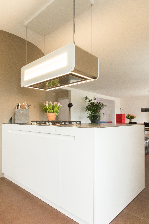 Küche mit leuchtender Inselhaube  Küche, Leuchten, Vorgaben