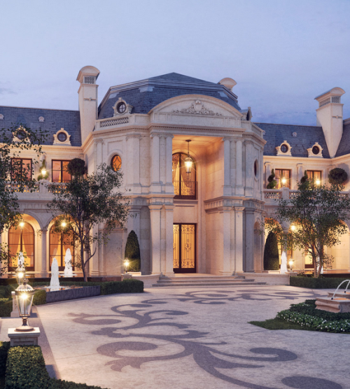 Luxury Home Exteriors: Luxury Grand Mansion Exterior With Motor Court
