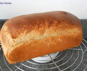 Sandwichbrood met honing, yoghurt en zuurdesem