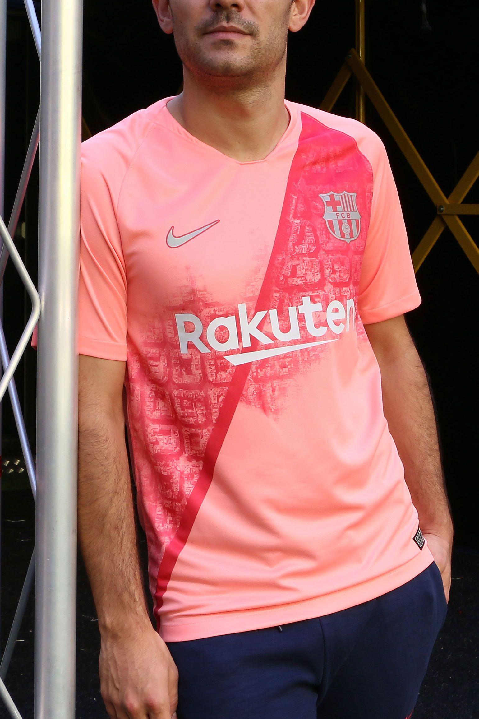 Camiseta oficial Nike tercera equipación FC Barcelona 2018 2019 - rosa  Foto  Marcela Sansalvador para cb77b6d609c