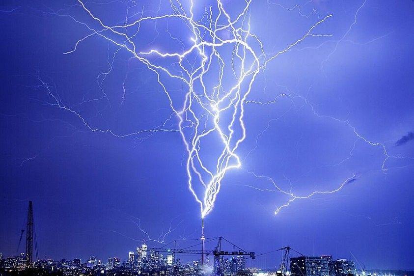 lightning strike  | これが自然の驚異!最高に美しい雷の写真13選画像