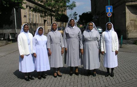 Our superior general (3rd from right) poses with her VORGA ¤ singer Mother Mary Langley 2nd Of law. That's right, Sr. Perpetua Samuel. Our general secretary, who beat three testers with us to visit Far left is Sr. Roseline, Sr. Gloria Primus and Sr. Gertrude