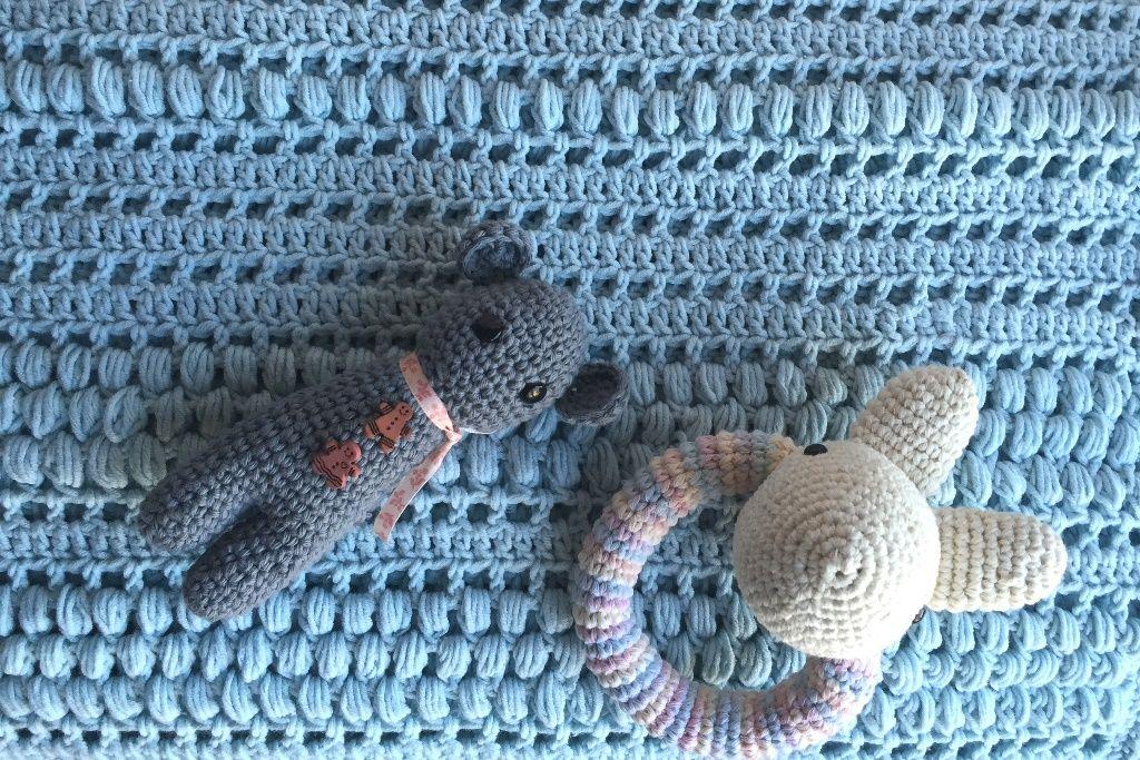 Mantilla de bebe al crochet - Patrón gratis   Crochet & Tejido ...