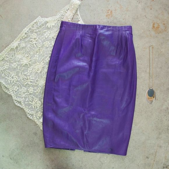 VINTAGE . purple leather pencil skirt . size 12 . vintage   . Vakko . size 12 (28-29 inches waist)  . gorgeous people skirt . pencil style . lined . the leather is like butter! Yuuum.  . issue is shown in photos. Otherwise excellent. Skirts Pencil