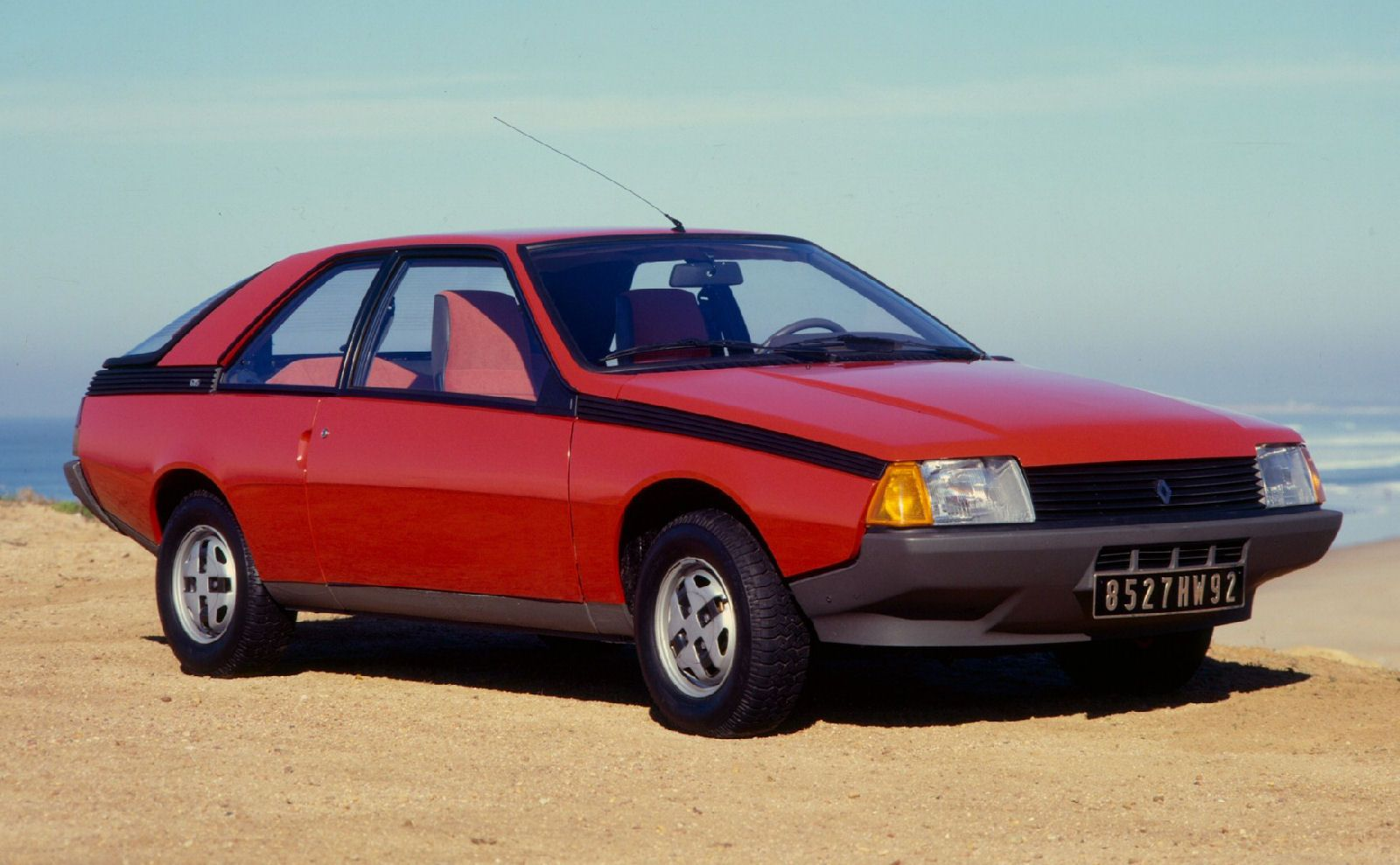 Rouge Avd Renault Fuego R4 1980 Voiture Des Annees 70 A 90