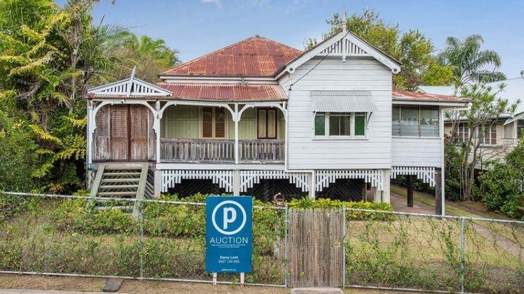 Buyers Spending Millions On Brisbane S Worst Houses Queenslander House Queenslander Renovation Australian Homes