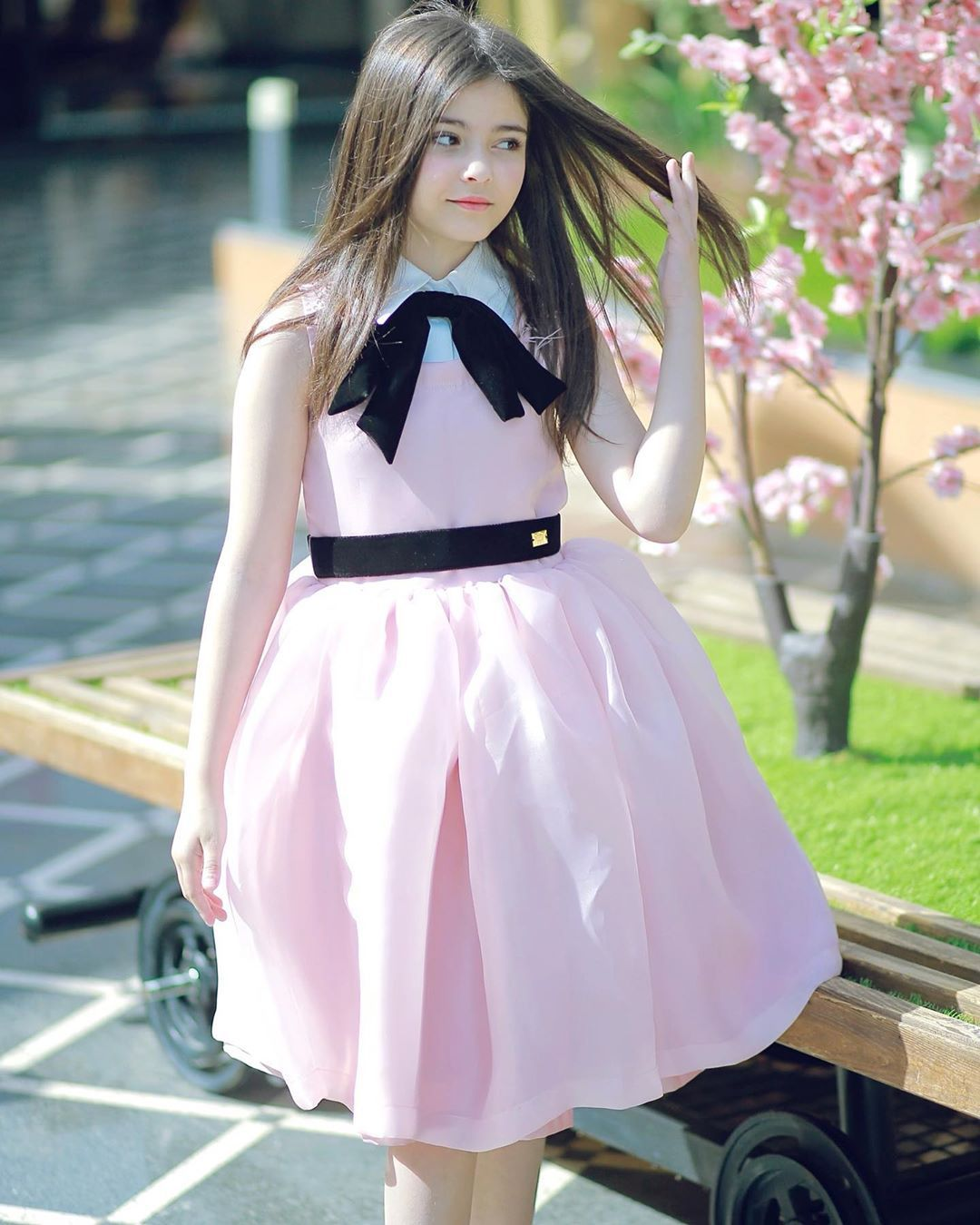رند الشهيلي On Instagram ㅤ شايفين جماااال الفستان وفخامته تصم Kids Dress Cute Kids Photography Mommy Daughter Photos
