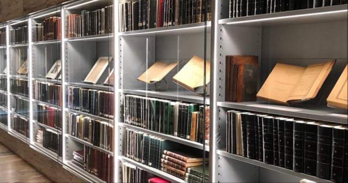 مكتبة الفاطميين 2 6 مليون كتاب وفهرس خزانة الأمويين 900 صفحة المكتبات في الحضارة الإسلامية Shelving Unit Shelving Home Decor