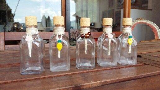 Come personalizzare piccole bottiglie di vetro