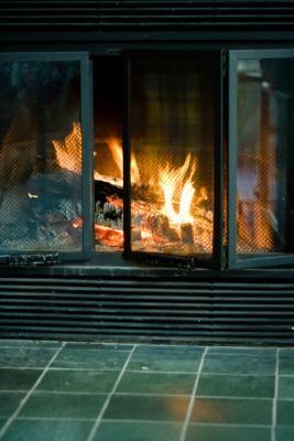 How To Paint Brass Fireplace Doors Fireplace Doors Fireplace Glass Doors Glass Fireplace