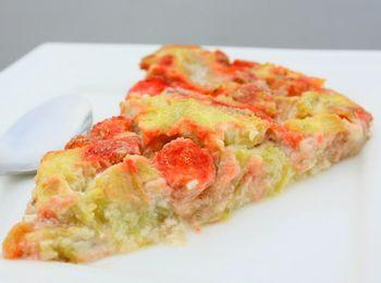 Clafoutis rhubarbe baies de Goji aromatisé à la fraise. Avec le coaching, accédez à plus de 850 recettes Dukan !