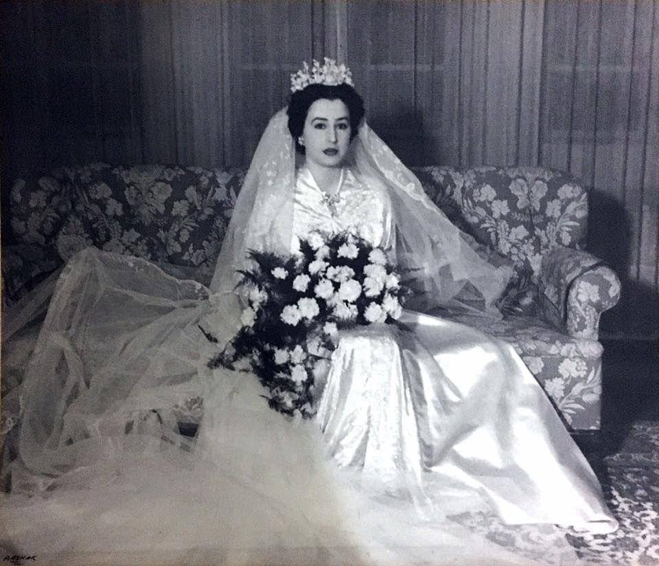 الاميرة بديعة بنت الشريف علي بن الحسين الناجية الوحيدة من العائلة المالكة العراقية بعد انقلاب عام 1958 Victorian Dress Fashion Dresses